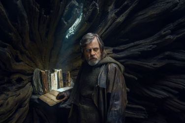 luke-skywalker-star-wars-last-jedi-hr