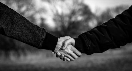 handshake-4040911_1280